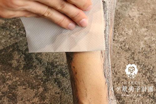 ヴィーナスラボ タラソボーテエピクリームを拭き取るときは、足首からヒザに向かって拭くとキレイに取れる