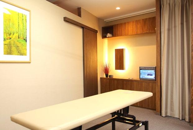 リンクス名古屋駅前店の個室の施術室